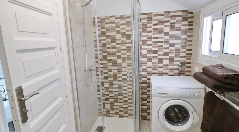 bathroomB2